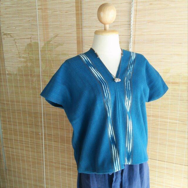 タイの草木染め&手織りトップス 藍色 かすり染め(送料無料、ステッチ入り、コットン)の画像1枚目