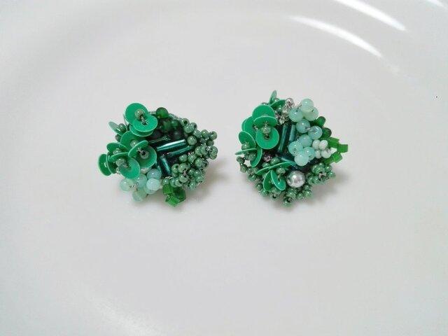 刺繍ピアス Green bouquetの画像1枚目