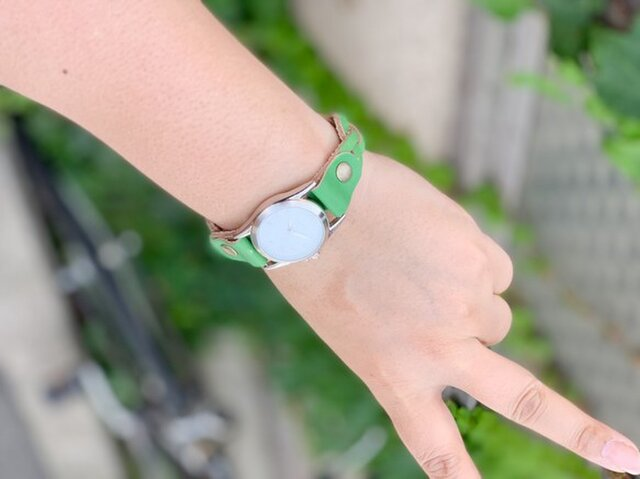 ▲EDGE カジュアル女子の大好き緑「エッジニット 腕時計」ブレスレットみたいに…(EKW-GG)の画像1枚目