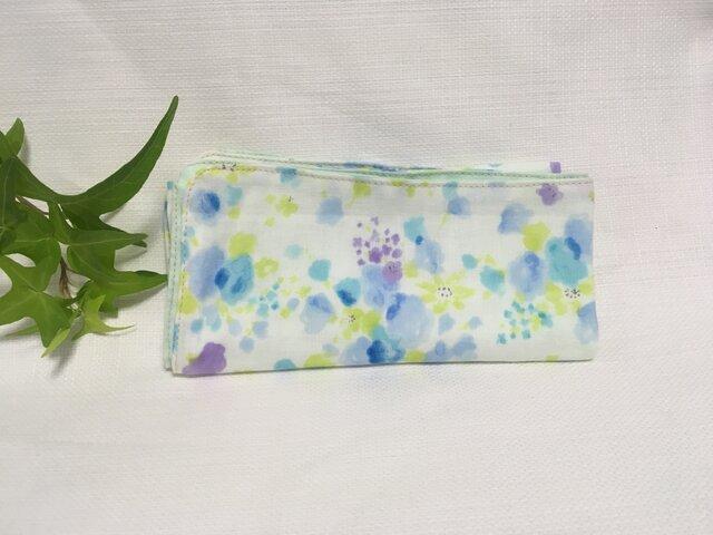 ガーゼハンカチ 紫陽花色の水彩画の画像1枚目