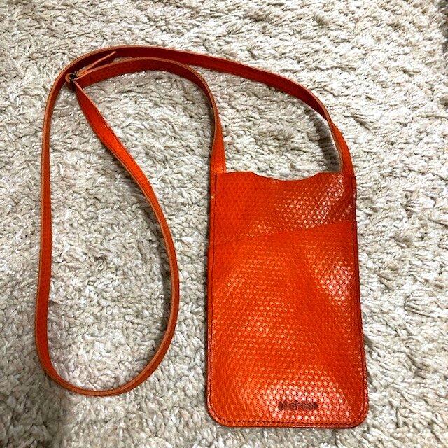 スマホショルダーポケットつき・ヌメ革オレンジの画像1枚目