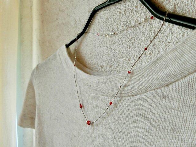 *かれんな糸のネックレス。@ホワイトハートのREDとカレンシルバーの画像1枚目