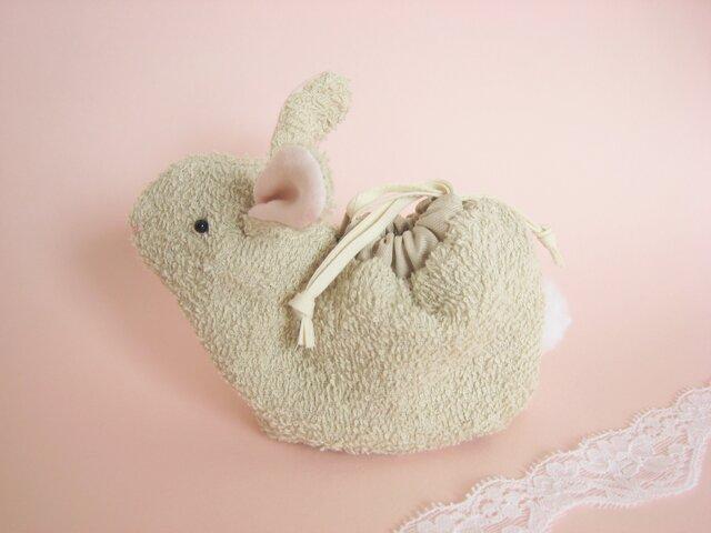 可愛いベージュのうさぎのミニ巾着(白いしっぽ)の画像1枚目