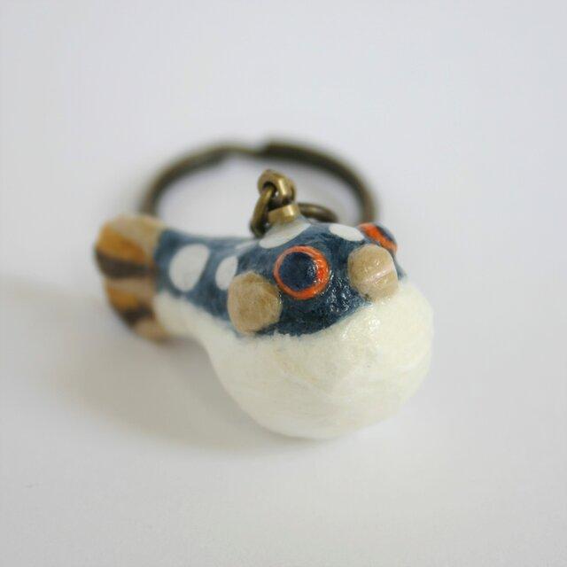 和紙で色付けした クサフグ のキーホルダーの画像1枚目