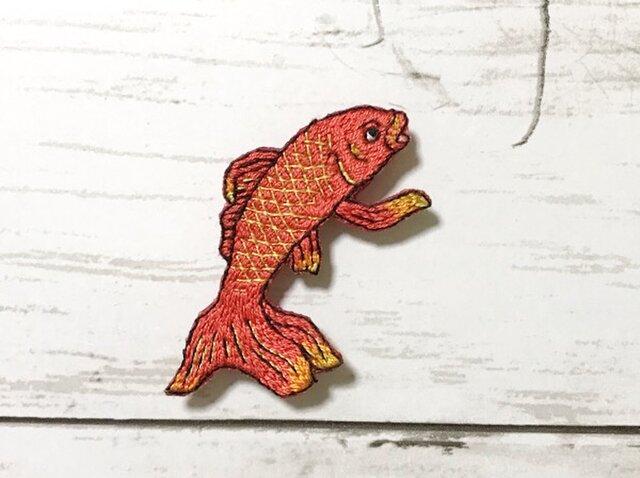 手刺繍浮世絵ブローチ*歌川国芳「金魚づくし・百ものがたり」よりの画像1枚目