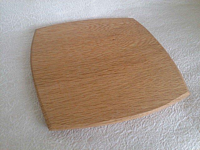 木の温もりがあたたかい楢の木のパン皿 の画像1枚目