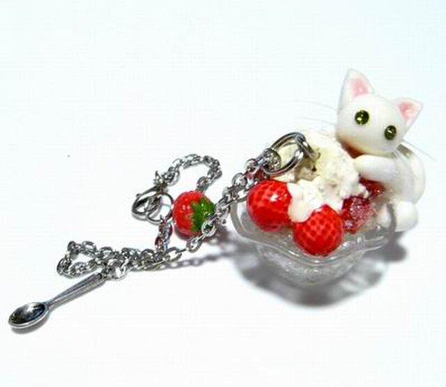 にゃんこのしっぽ○かき氷のバッグチャーム○いちごみるく○白猫の画像1枚目
