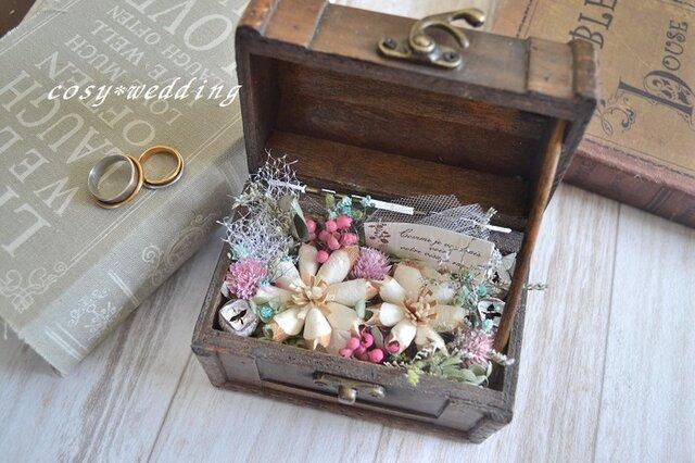 アンティークbox*花リングピローの画像1枚目