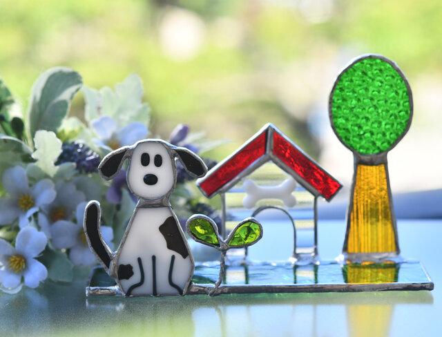 ステンドグラス 可愛いワンちゃんのいる風景の画像1枚目