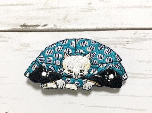 手刺繍浮世絵ブローチ*歌川国芳「流行猫の狂言づくし」の口上猫の画像1枚目