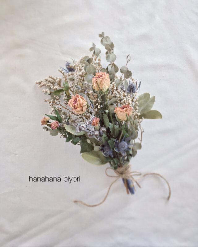 《送料無料》バラとユーカリ、小花のブーケ・スワッグ ※ラッピングは別途購入お願いしますの画像1枚目