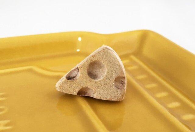 Cheese◇チーズ 青森ヒバ◇木製ピンバッジ/タイタックの画像1枚目