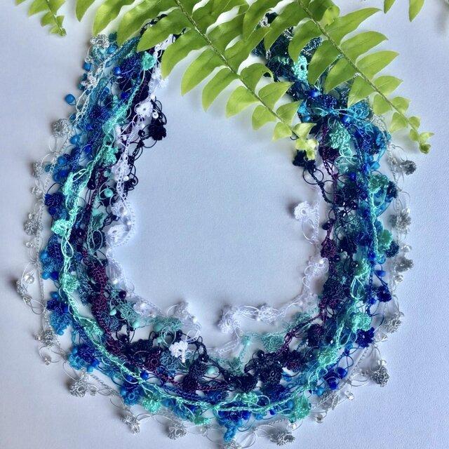 ビジューの刺繡ネックレス フラワー・ジュエル ブルーの画像1枚目
