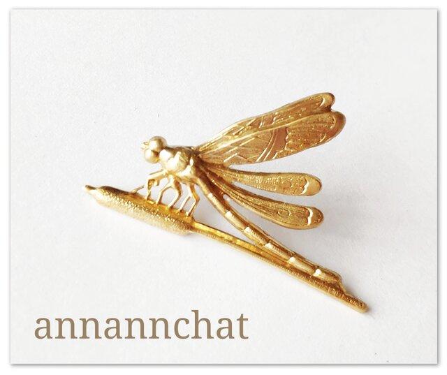 【蜻蛉(とんぼ)とガマの穂 (43mm×26mm)真鍮のピンブローチ】秋 トンボ 男性にも ビンテージの画像1枚目