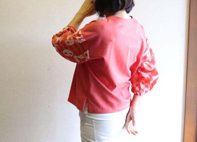 織り模様入りバルーンスリーブの綿麻混ニットブラウスの画像1枚目