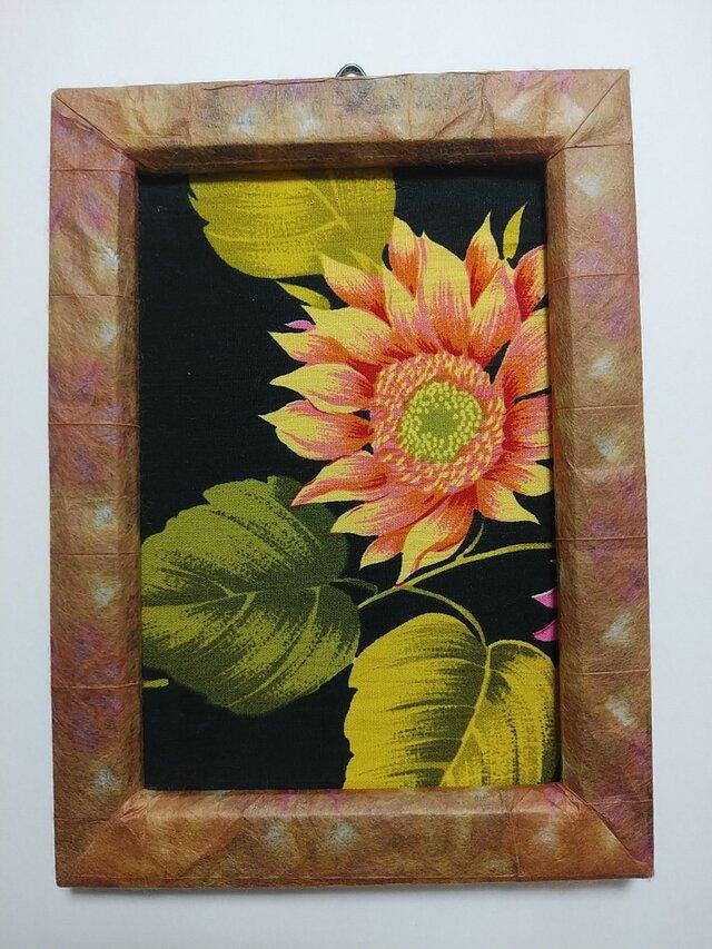 石州染め紙フレームとひまわりの画像1枚目