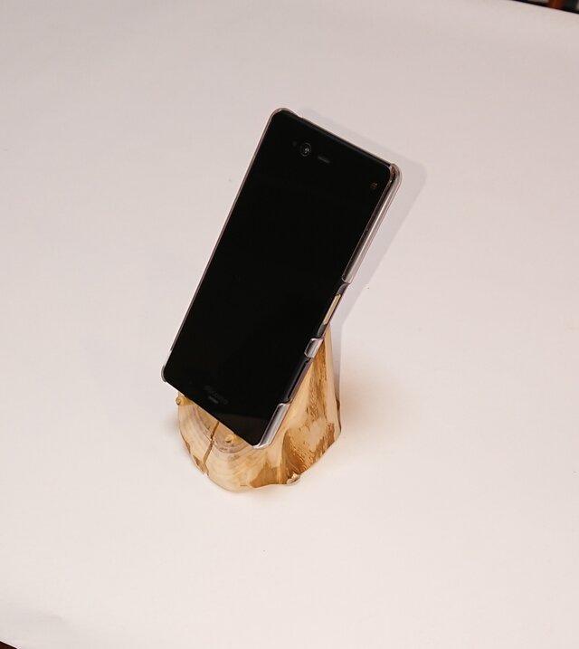 イチイの木輪切り 卓上スマホスタンド【一点モノ】の画像1枚目