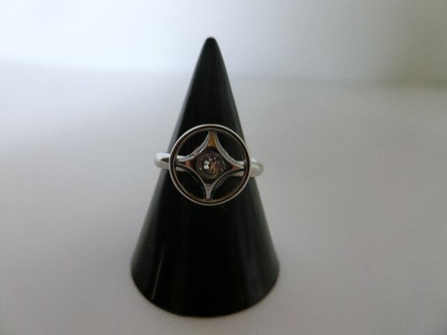 ハッピーオーラたっぷり!桐谷さんの味わい深い指輪の画像1枚目