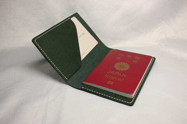 ヌメ革 手縫いのパスポートケース(グリーン色)の画像1枚目