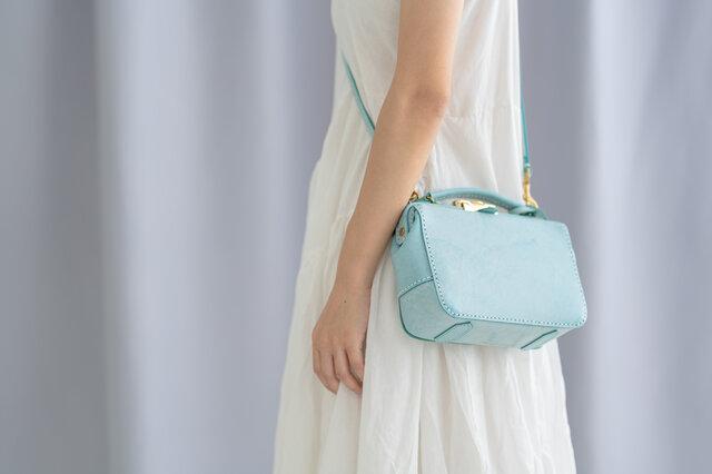 バージョンアップ がま口バッグ 本革手作りのレザーショルダーバッグ 総手縫い 手持ち 肩掛け 2WAY 鞄 大の画像1枚目