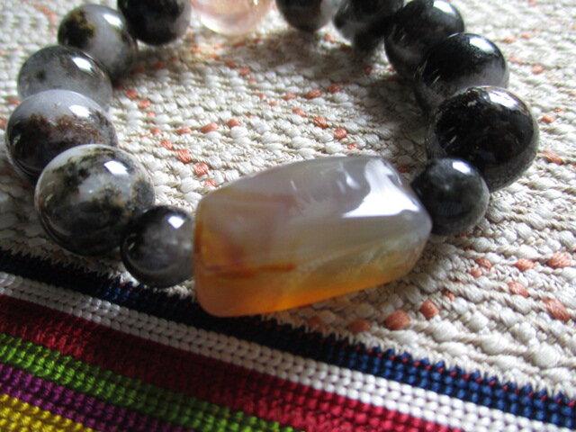 アラスカ産庭園水晶 古い瑪瑙 ピンクファイヤーアゼツライトのブレスレットの画像1枚目