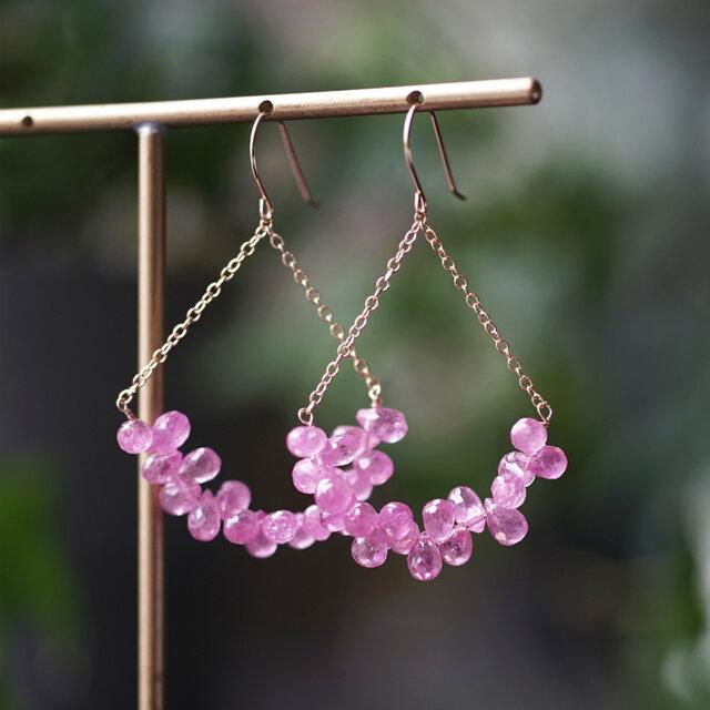 K18小粒のピンクサファイアによる萩の花ピアス ~Bush cloverの画像1枚目