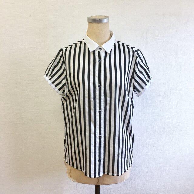 セール価格★大人モノトーン❤️ストライプ柄の白えり半袖シャツ(サイズフリーM  11号くらい)の画像1枚目