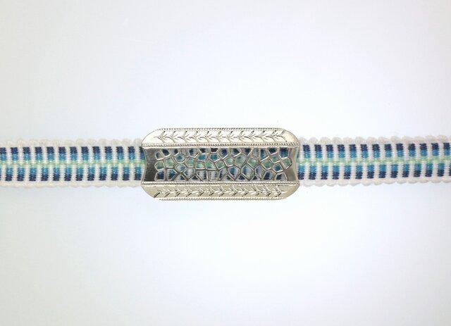 帯留め 彫りと透かし模様の銀細工の画像1枚目