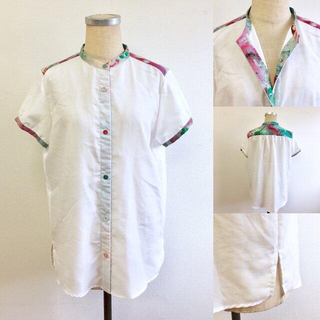 セール価格★さりげなくカラフル❤️ペイント柄のノーカラー半袖シャツ(サイズフリーM  11号くらい)の画像1枚目