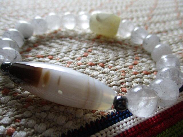 天然水紋柄瑪瑙と黒針柱含有 トルマリンインクオーツとミャンマー白翡翠のブレスレットの画像1枚目