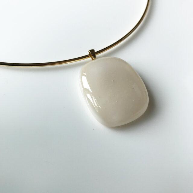 Glass necklace beige 02 の画像1枚目
