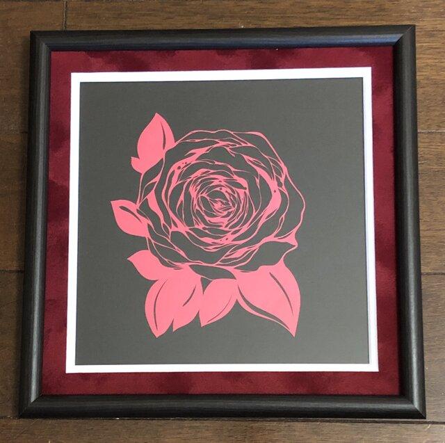 額装済み切り絵作品・赤薔薇の画像1枚目