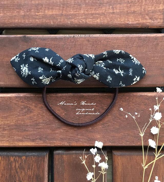 黒 小花 シックリボン ヘアゴム ♪の画像1枚目