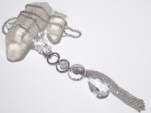 大きなクリスタルガラスと水晶(クォーツ)のロングネックレスの画像1枚目