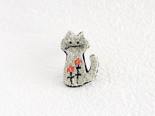 もじゃもじゃ猫の刺繍ブローチ(blossom)の画像1枚目