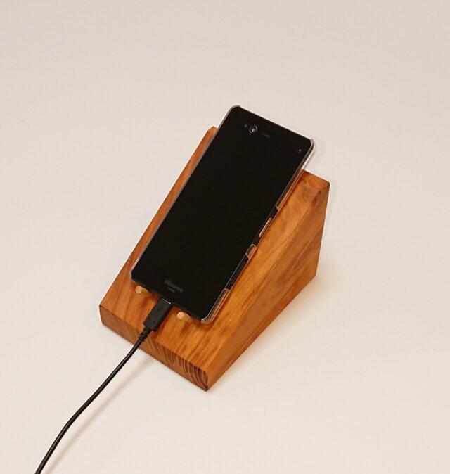 【送料無料】ケヤキ天然木のスマホスタンド 卓上ホルダー【一点物】の画像1枚目