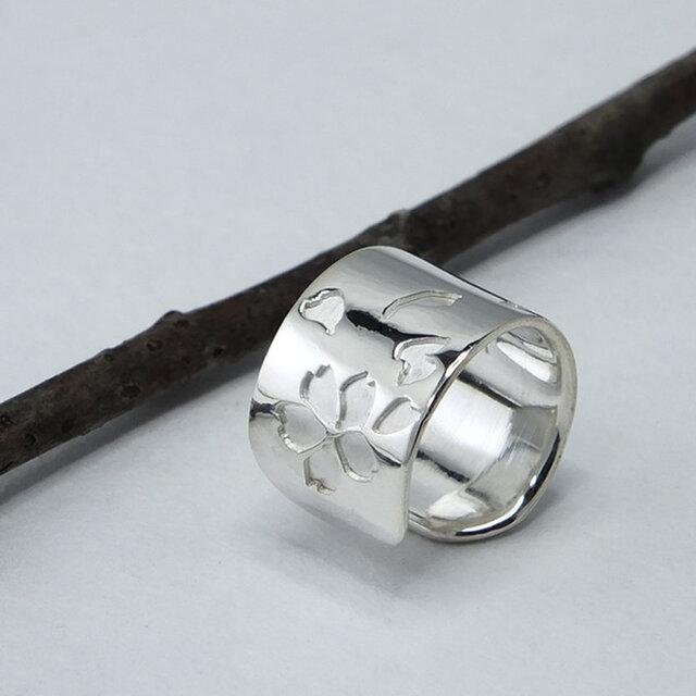 C-SakuraW9  銀桜のイヤーカフ 幅9mm <鏡面/ツヤ消し 選択可>の画像1枚目