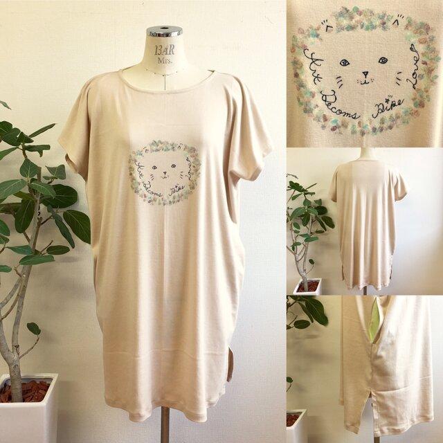 再販×2 手書きイラスト❤️ゆるーい猫ちゃんTシャツワンピース ベージュ (サイズフリーL〜L L)受注生産の画像1枚目