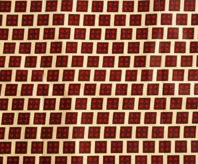 【送料無料】アフリカ布「チテンジ」 (マラウィ産) 167cm×109cm  (dice)の画像1枚目