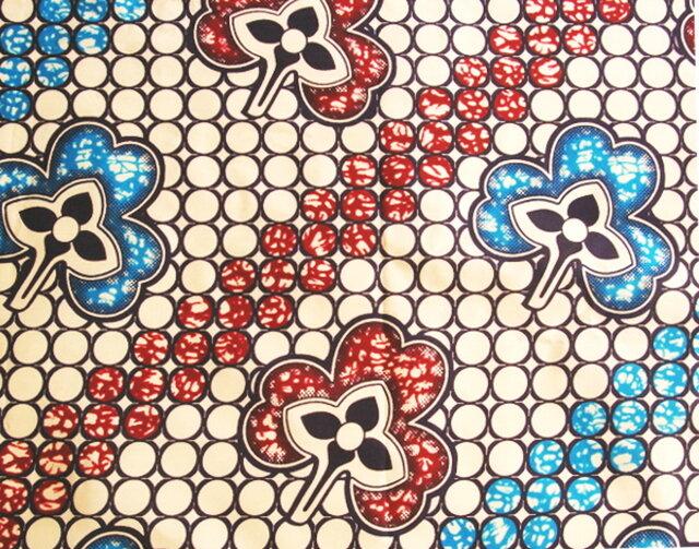 【送料無料】アフリカ布「チテンジ」 (マラウィ産) 167cm×109cm  (whiteflower)の画像1枚目