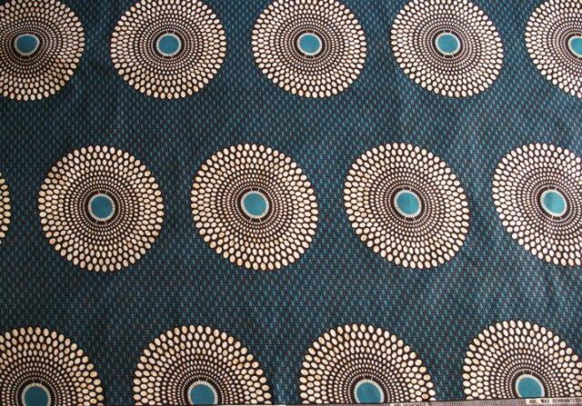 【送料無料】アフリカ布「チテンジ」 (マラウィ産) 178cm×117cm  (blueflower)の画像1枚目