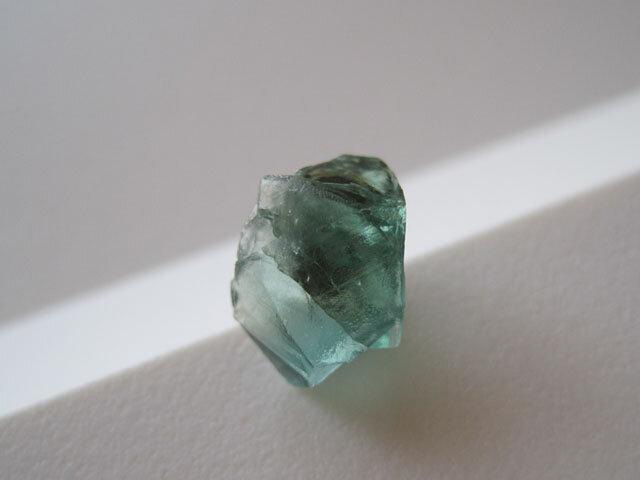 ロジャリーフローライト原石のピアス/蛍石/England Rogerly Mine 14kgf 片耳の画像1枚目