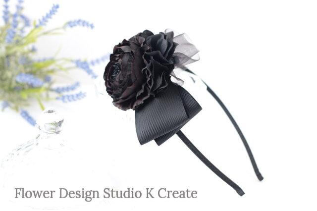 ラナンキュラスとチュールレースのカチューシャ 髪飾り リボン お花 黒 紫陽花 可愛い ゴシックの画像1枚目