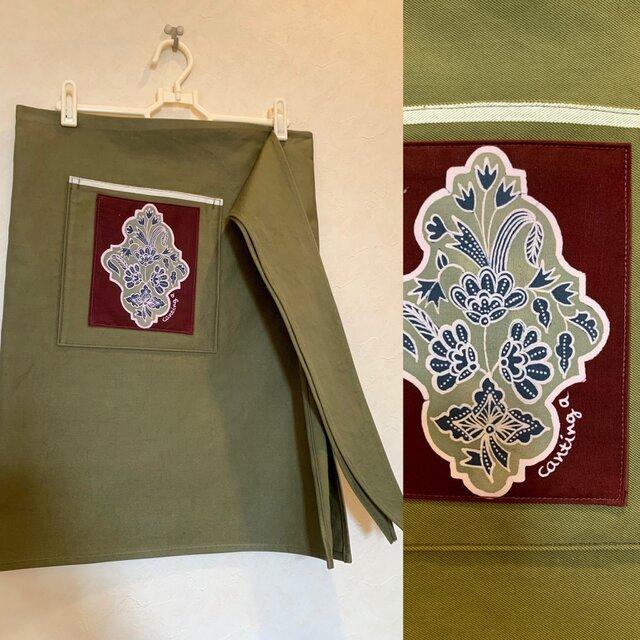 手描き手染めバティックポケットのカフェエプロン〜インドネシアのブーケ柄ろうけつ染〜の画像1枚目