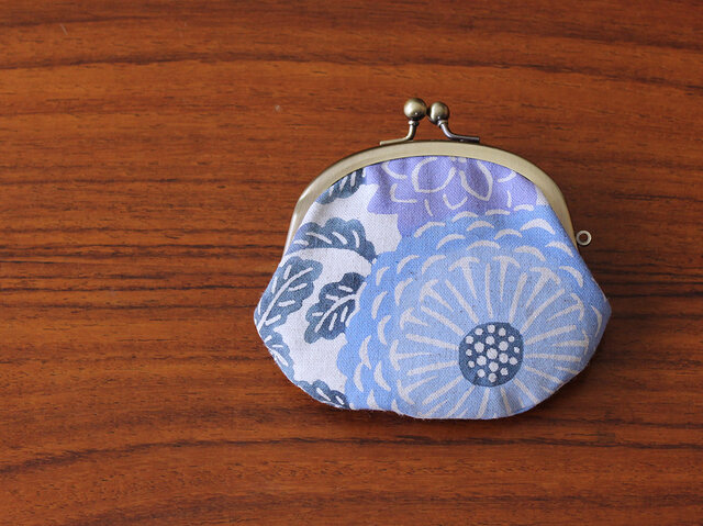 型染めがま口 中(菊紋様 青紫)の画像1枚目