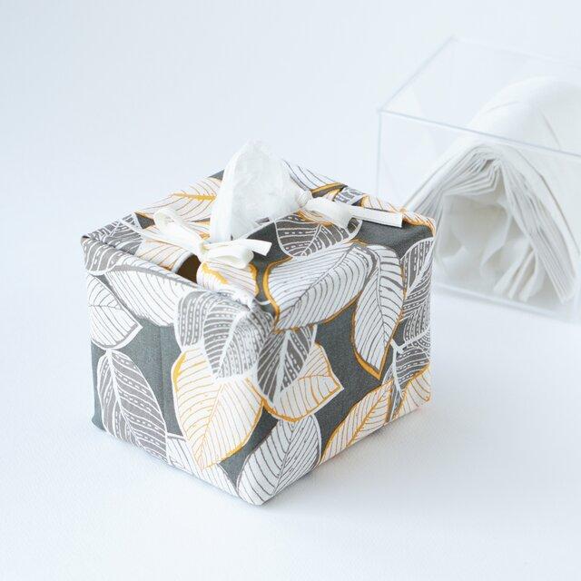 リバーシブルキューブティッシュ・容器付き(USA生地葉柄×ベージュの小花)の画像1枚目