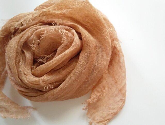 長く使える♪ふんわり柔らかなリネンガーゼストール 草木染め びわ染*銅媒染の画像1枚目