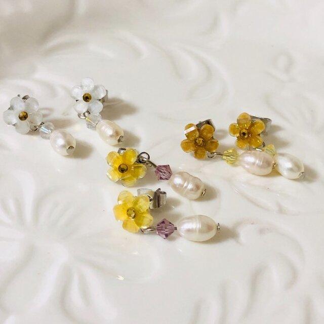 淡水パールと小花のピアス [イエロー] 天然石 パワーストン スワロフスキー 【cp-014】の画像1枚目