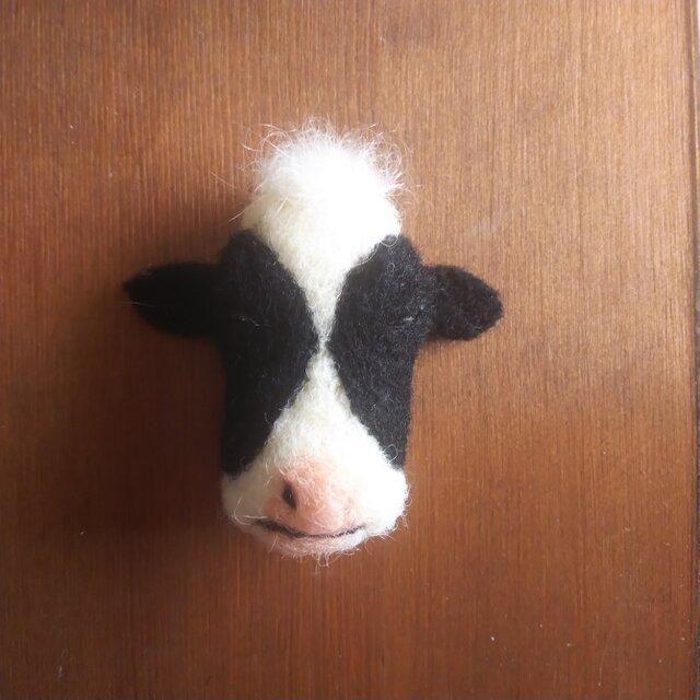 【再販】牛の顔ブローチの画像1枚目