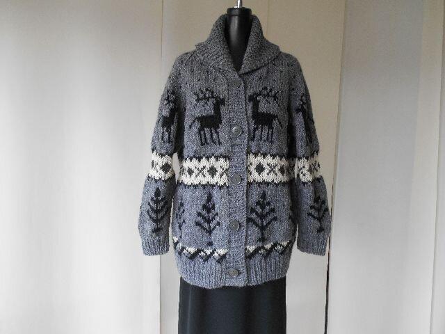 グレイのカウチン模様の編み込みカーディガンの画像1枚目